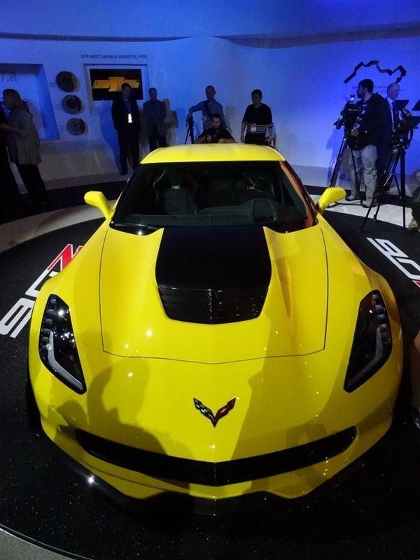 2015 Chevrolet Corvette Stingray Z06 debuts in Detroit - Kelley Blue Book