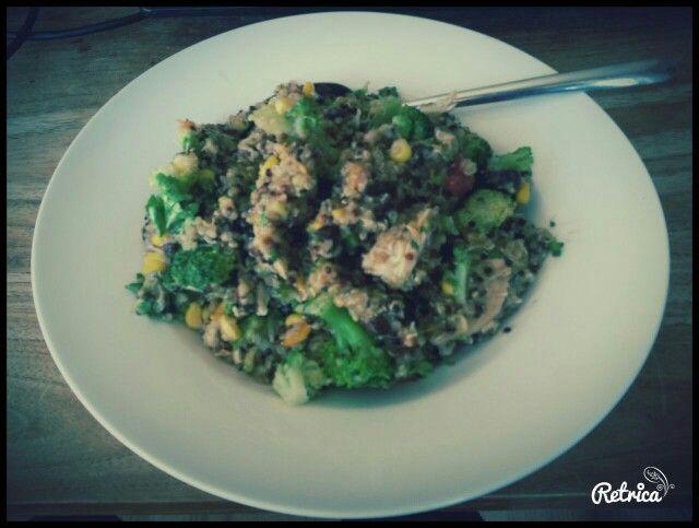 Power Food (Brocolli. Kip. Maïs. Zwarte bonen. Quinoa. Zoete aardappel. Pompoen pitjes. Dragon mosterd dressing)