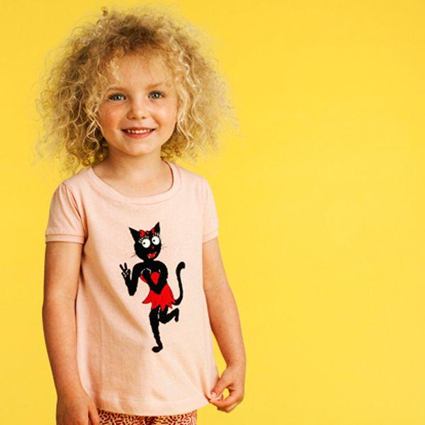 Peace! Funky Kidscase Bobby organic girls shirt. http://stoerkids.nl/shop/kinderkleding/meisjes/meisjes-shirt-kidscase-bobby-organic-peace-top/