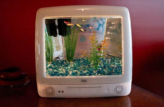 あれれ!これってもしかして、あの懐かしのiMac!? しかも中をよく覗いてみると、スイスイと泳ぎまわる熱帯魚の […]