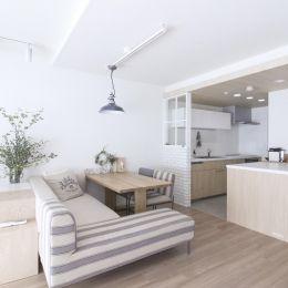 建築家とつくりあげた理想のリノベーション空間の部屋 白と木を基調としたリビングダイニング