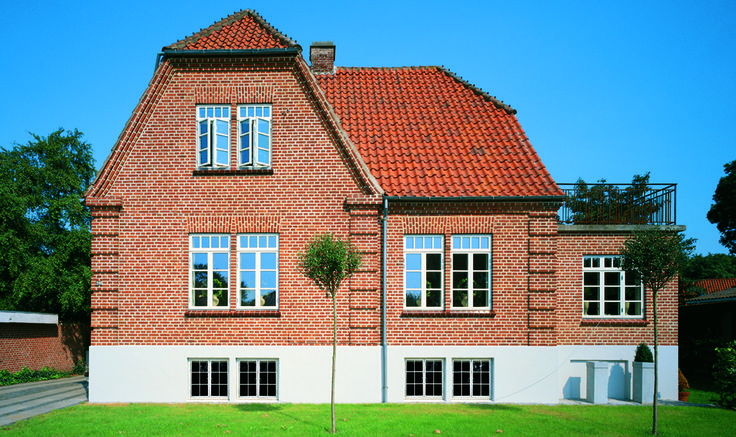 VELFAC Classic supports older buildings original style, but is also very suitable for new houses in the old style.
