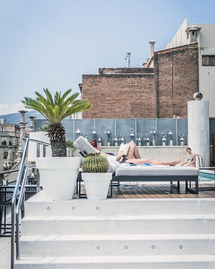Next time I'm in Barcelona, I will stay at this place called Claris Hotel which is part of the @derby_hotels collection -  Look at the pool we lounged around with our drinks! Another hotel I can suggest is @cottonhousehotel -- I would love to stay there too. and casa bonay. #rooftop #hotelclaris #hotelclarisbarcelona