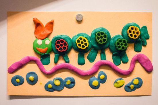 детская поделка гусеница из пластилина Эрик Карл