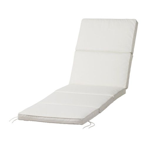 IKEA - KUNGSÖ, Chaise pad, , Ties and a strap keep the sun lounger pad firmly in place.The filling is protected against moisture, since the cover has a water repellent lining.The cover is easy to keep clean because it is removable and machine washable.Extend the life of the chaise pad by turning over and using both sides.