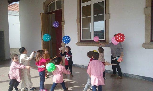 jogo de raquetes com balões