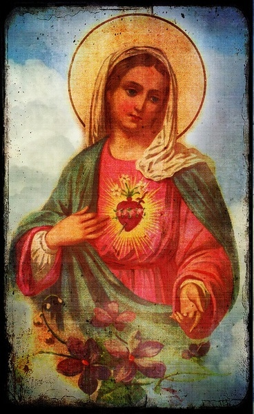 Blessed Virgin Mary.. I believe in your golden heart <3