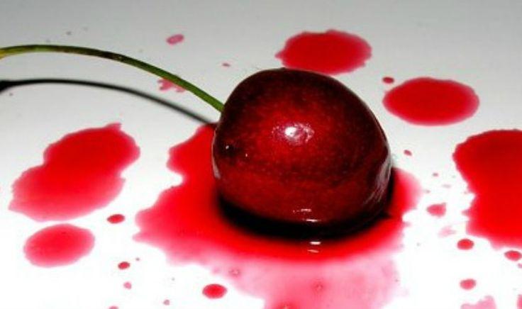 Comment enlever des taches de fruits rouges sur un vêtement ?
