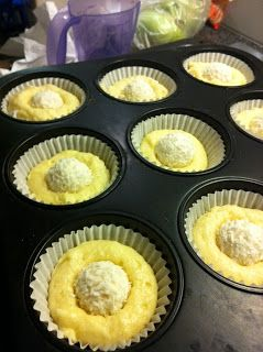 Raffaello Cupcakes Rezept ++++ Tipp: auch Schokomuffin mit Toffifee-Kern möglich :)