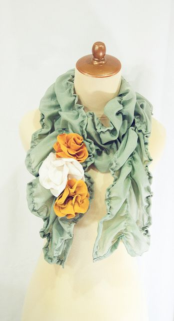 Love the colors! Pretty scarf- definitely diy!
