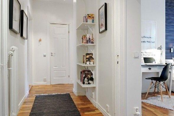 Minimal corridor in a small cozy house