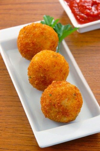 Arancini (Sicilian Rice Balls with Cheese) ~ these were my addiction when I visited Italy <3 #rice #fried #italian #italy #siciliy #cheese #delicious