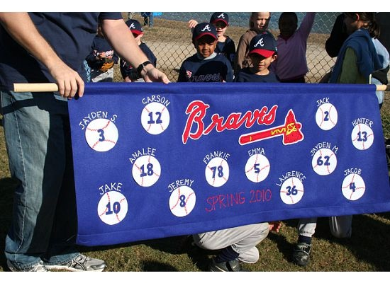 i know i'm going to get stuck making my sons t-ball team banner so i might as well save a few ideas!
