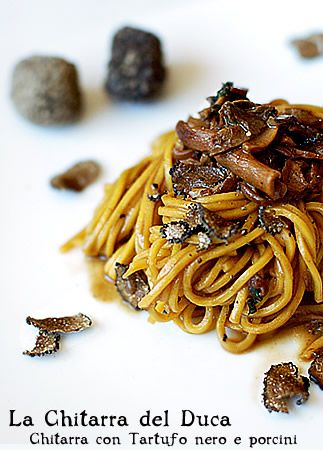 Black truffle ​​spaghetti and porcini mushrooms (English recipe available if you scroll down on the link. Must try this some day!)