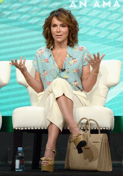 Jennifer Grey Photos - Actress Jennifer Grey attends the Amazon 2016 Summer TCA Press Tour at The Beverly Hilton Hotel on August 7, 2016 in Beverly Hills, California. - Amazon 2016 Summer TCA Press Tour