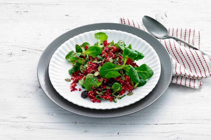 Aardse bietjes, frisse appel en nootachtige quinoa: kleurrijke en smakelijke combi - Recept - Allerhande