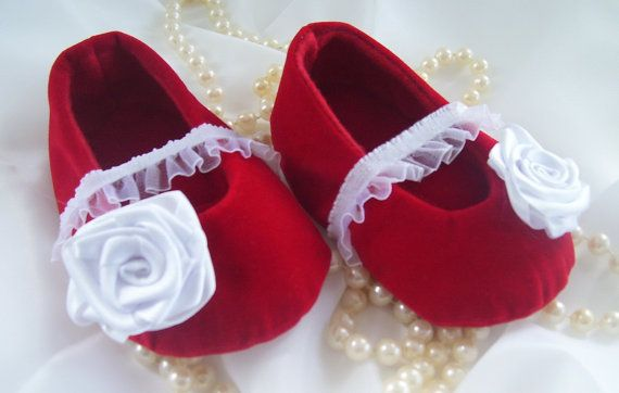 Baby girl shoesballet shoessoft sole shoescrib by Creatimity, $12.00