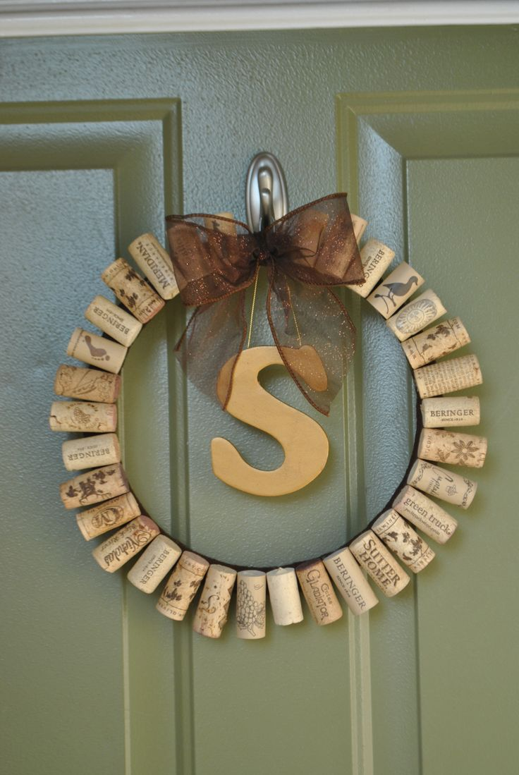 wine cork wreath. Need to count mine to see if I am there yet!!!