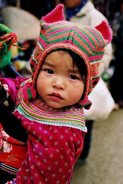 vietnam bébé by ichauvelKnitted Hats, Asian Baby, Baby Hats, Baby Girls, Knit Hats, Knits Hats, World Culture,  Poke Bonnets, Vietnam Bébé