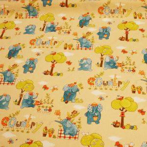 http://www.radicifabbrica.it/prodotto/tessuto-happy-h-cm-160-dis-elefante/ Tessuto Happy in 100% puro cotone stampato, la stoffa è color avorio con l'elefante azzurro, l'albero verde e altri particolari in arancione. Il tessuto è alto cm 160. Il prezzo di Euro 12.00 si riferisce al metro lineare. Prodotto in Francia.  Possiamo confezionare questo articolo su misura, richiedi un preventivo!