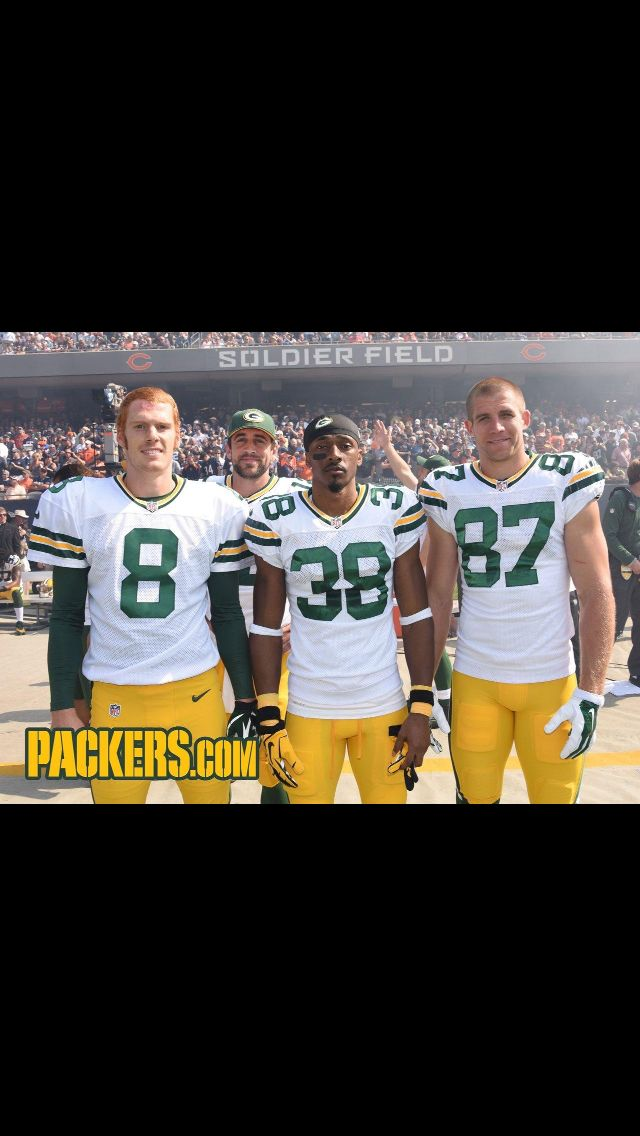Weekly Aaron Rodgers photobomb!