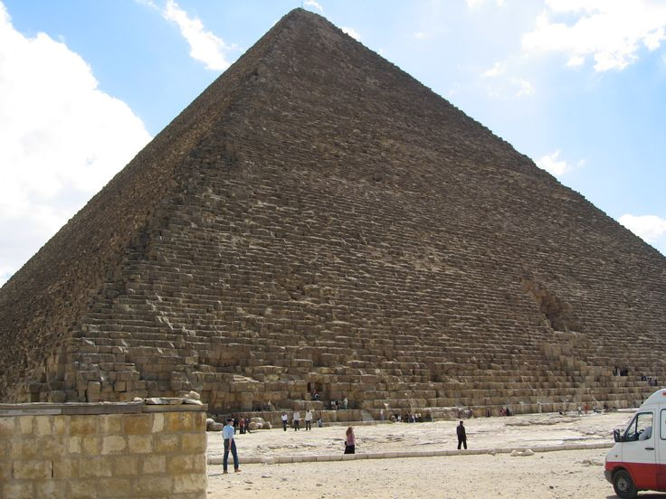Be amazed by the size of the great pyramid of Giza in Kairo, Egypt (picture: Christoffer Volf)