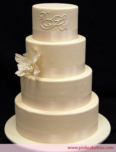wedding cakes with monograms best 25 monogram wedding cakes ideas on 26059