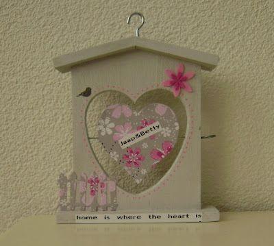 Houten appelhuisje, gekocht bij de Action, geverfd en opgepimt tot huwelijkscadeautje. Foto van Pleuntjesblog