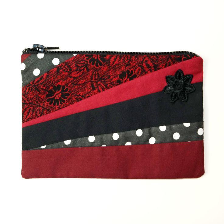 DIY: Täschchen Rot nähen. Ausführliche Anleitung für ein nützliches Täschchen, welches jede Frau braucht und auch super als Geschenk geeignet ist.