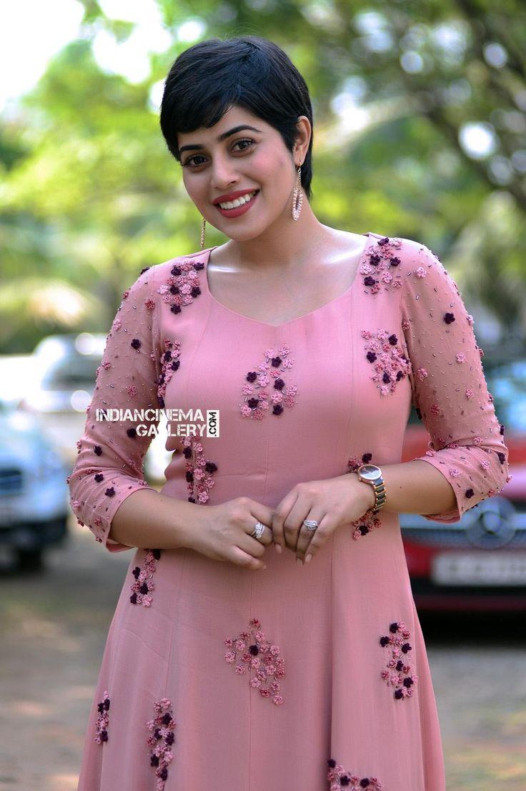Poorna Shamna Kasim at Oru Kuttanadan blog pooja (25)