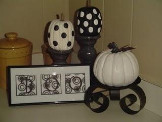 Cute: Pumpkin Decoration, Pumpkin Idea, Polka Dots, Dots Pumpkin, Black And White, Halloween Pumpkin, Candles Stands, White Pumpkin, Paintings Pumpkin