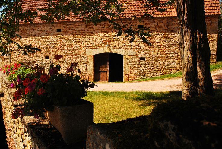 Les pierres de la granges de Cauniac du Causse se réchauffent au soleil de septembre...