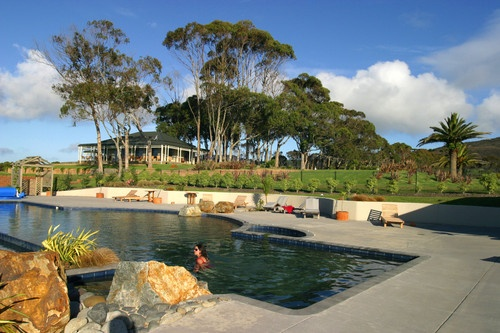 As well as the outdoor infinity pool and heated spa, Peppers Carrington Resort is surrounded by superb beaches that are safe for swimming and wonderful for walking #NewZealand http://www.peppers.co.nz/carrington/