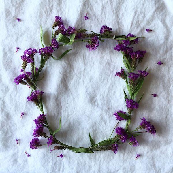 THE INDIGO CREW - Step-by-step wildflower crown  http://www.theindigocrew.com/2016/02/step-by-step-wildflower-crown-2-ways.html