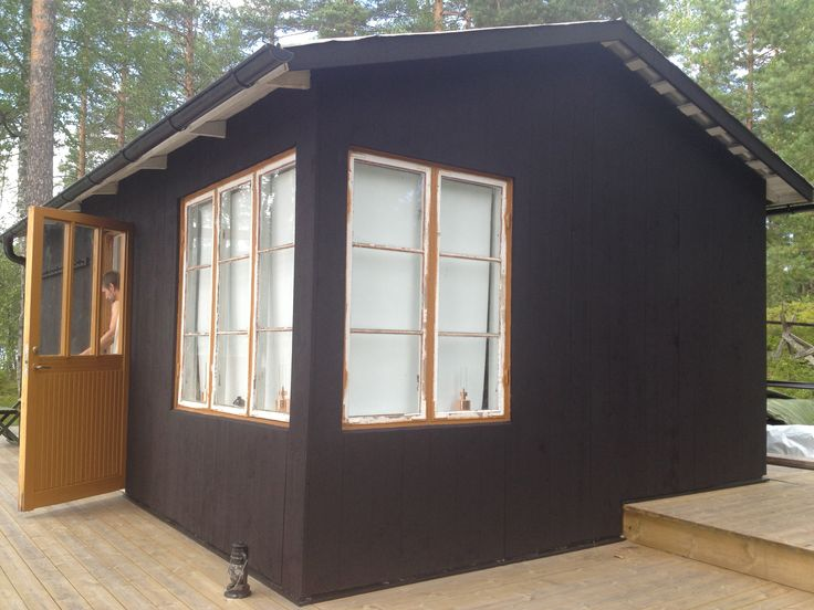 a small cabin built on the 60s