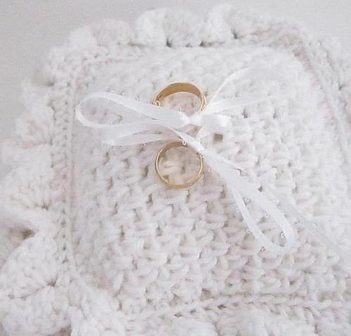 Crocodile Stitch Wedding Ring Pillow Pattern Pattern By Carolyn Wyberg