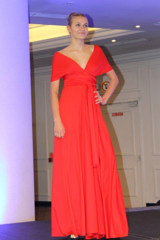 Vestido de noche rojo carmesi