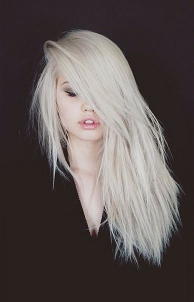 platinum hair, personally I wouldn't suit this color but I think she pulls it off great.
