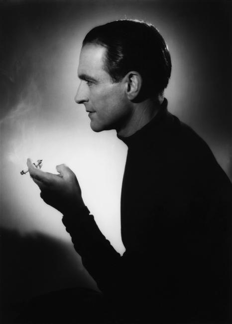 """Pierre Fresnay, """"Le curieux escalier sans fin"""" (G. Lacombe), 1943, Raymond Voinquel Charenton-le-Pont, Médiathèque de l'Architecture et du Patrimoine"""