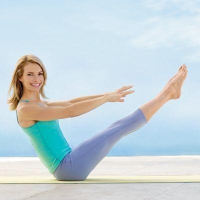 Esercizi Pilates per schiena e addominali da fare in casa [FOTO]