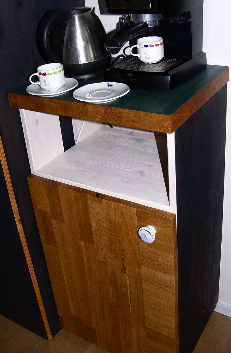 Dřevěná skříňka / Wooden cupboard