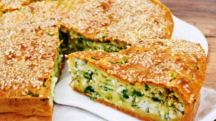 Безумно вкусно-нежный пирог с зеленым луком, курицей и сырной корочкой не оставит никого равнодушным! Готовится очень просто!