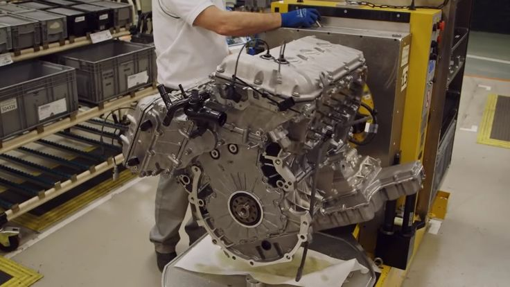 SUBSCRIBE for New Cars:  https://www.youtube.com/c/wmediatv?su...  Bentley the world's largest producer of 12-cylinder engines has confirmed its headquarters in Crewe will take over production of the W12 engine. By the end of 2014 the British brand will manufacture all W12 engines for the VW group ending the current production in Germany.  The move also means Bentley will be exporting its engines for the first time. Production is expected to be upped to 9000 units per year by 2017/18  an…