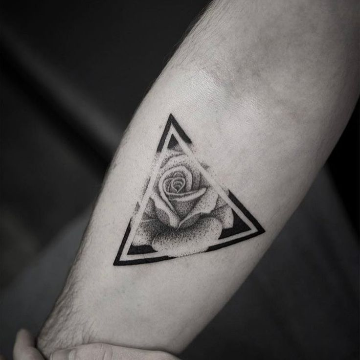 "➕BLACKWORKERS_TATTOO➕ (@blackworkers_tattoo) on Instagram: ""Tattoo by @victoriado"