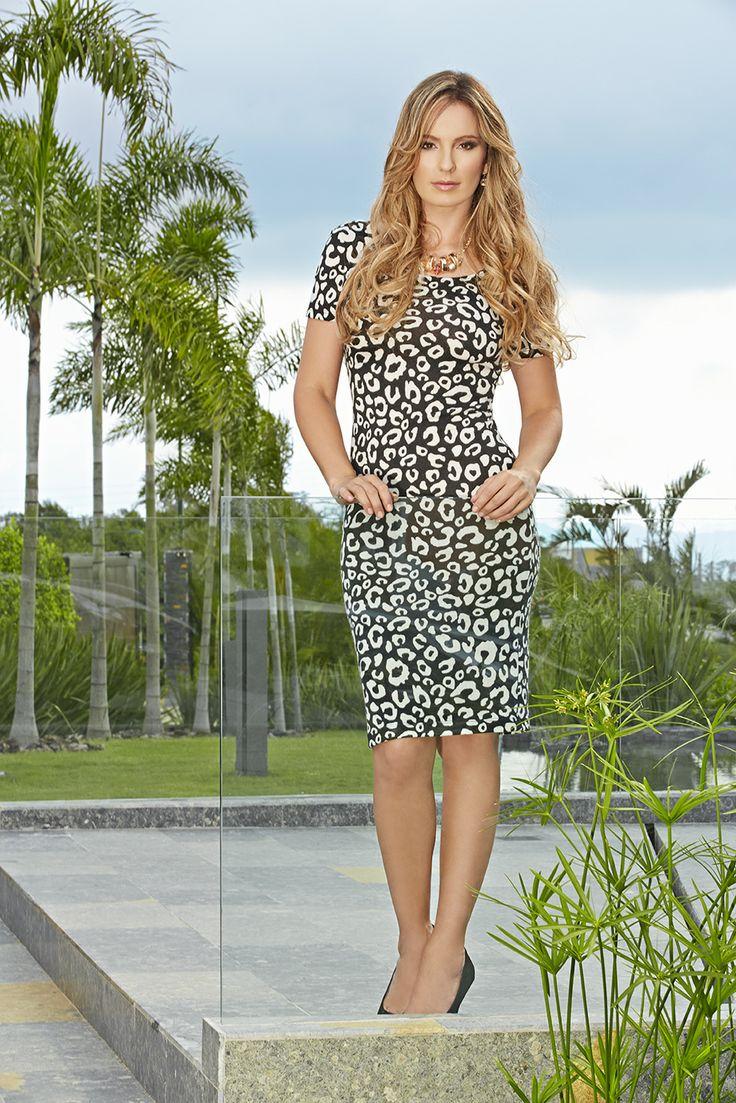 New Collection Derek.  ¿Que tal el outfit para esta semana? #OuitfitDerek #Look #Estampado  #Moda @CLAUDIABAHAMON