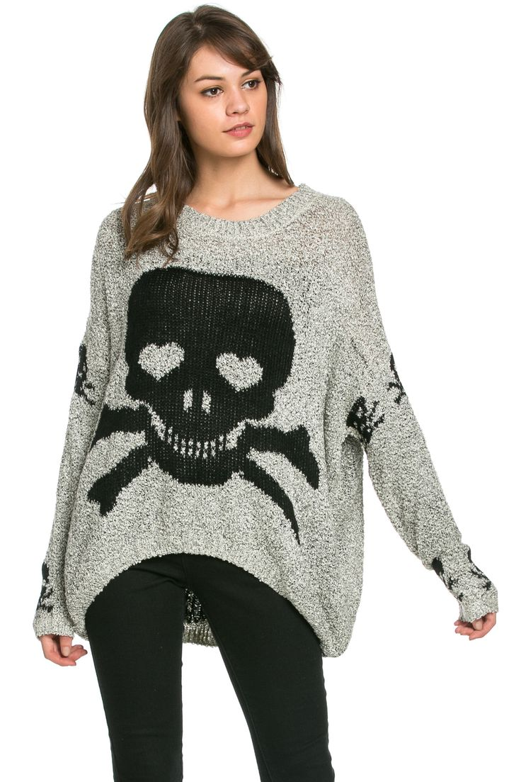 This oversized cozy beige Skulls All around cardigan is perfect to put over anything that you're wearing. If you want a more fitted look, put a belt over it. - 55% Cotton, 35% Nylon, 10% Wool - Import