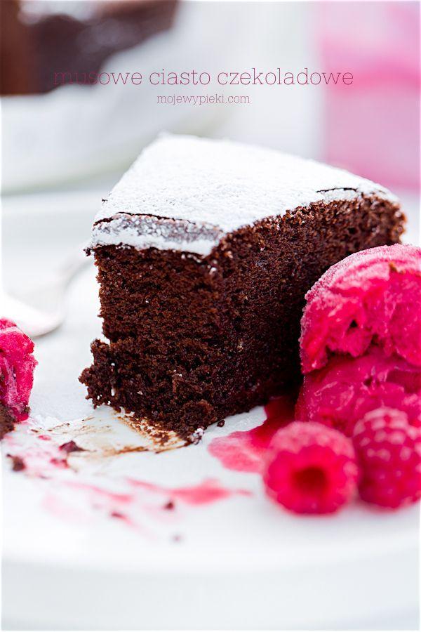 Musowe ciasto czekoladowe
