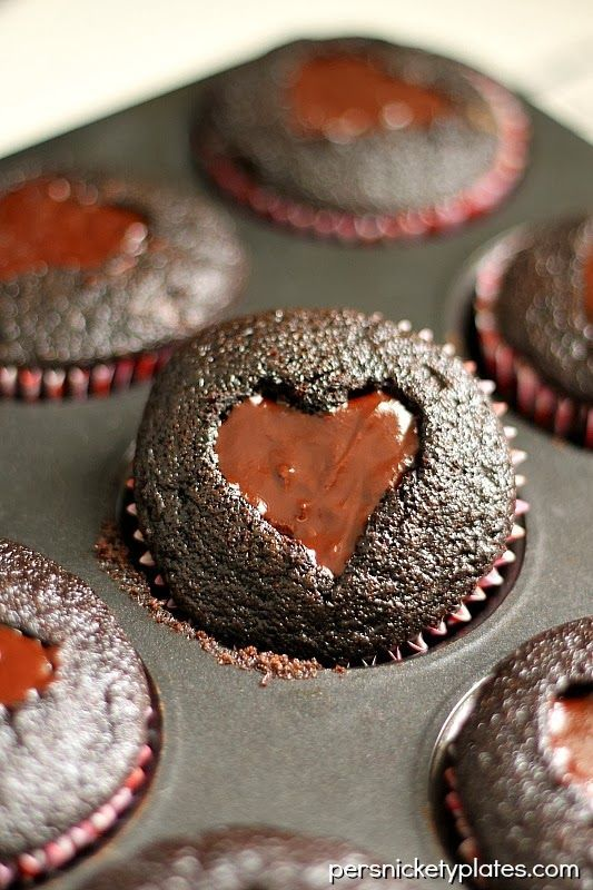 Ghirardelli Dark Chocolate Heart Cut-Out Valentine Cupcakes   Persnickety Plates #bakewithghirardelli