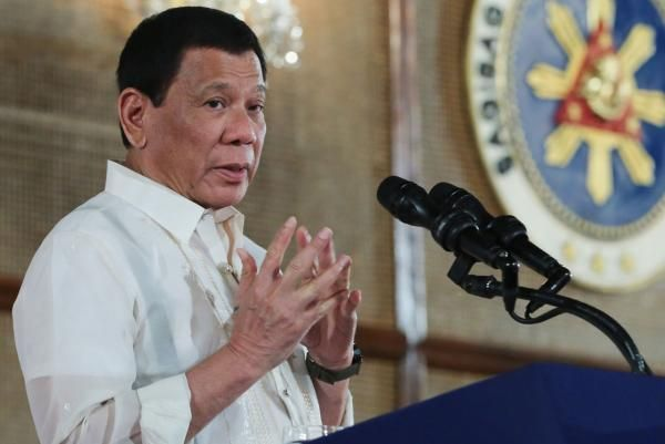 Philippines President Rodrigo Duterte said he will pardon 19 police officers accused of killing a town mayor who had been arrested on…