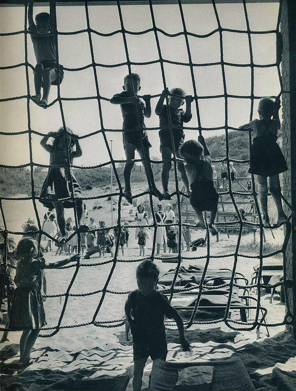 Kees van Wijk- Den Haag scheveningse kinderspeelplaats 1957